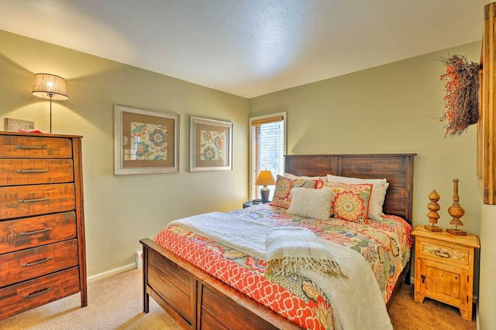 Queen Bed with Smart TV/Xfinity