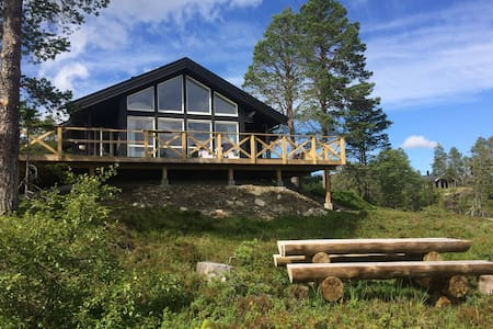 Modern cabin with great views - 30m from airport.