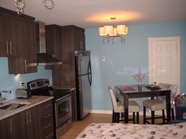 "Studio ""WOW"" ! Tout inclus - Saguenay - Apartment"