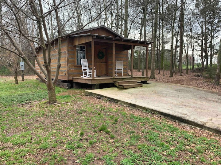 Cabin retreat 10 min from Lake Hartwell