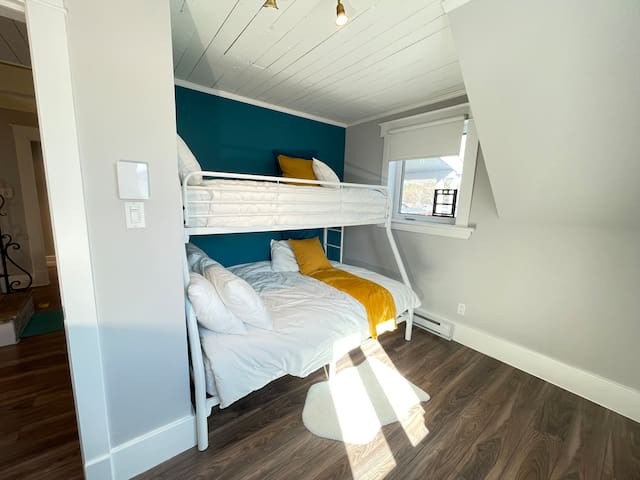 Chambre étage lit double/simple superposé