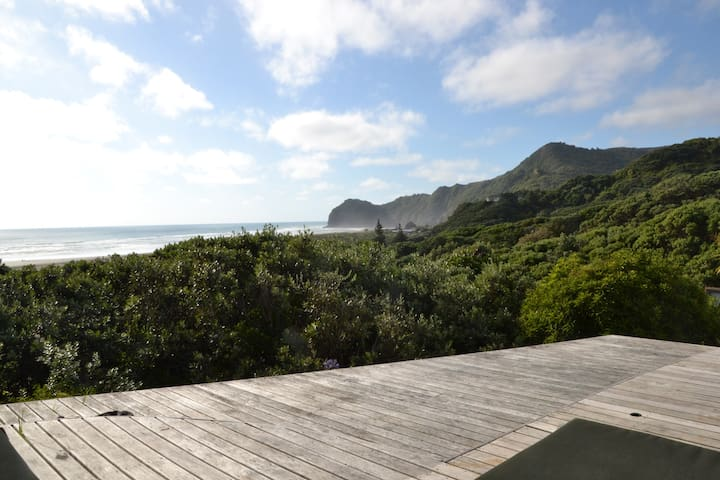 the piha beach lounge - Piha - House