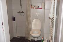 Gezamenlijke douche en WC