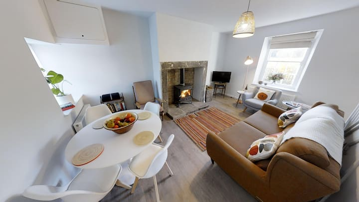 Mullins House - a cosy home for four