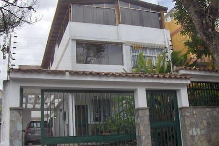 Anexo con hermosa vista al Avila - Caracas - Casa