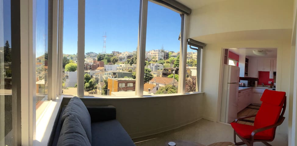 Sunny Top-Floor Flat in San Francisco!