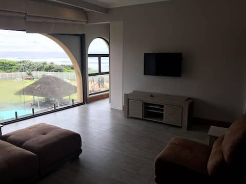 Sea view self-catering apartment: Beach access