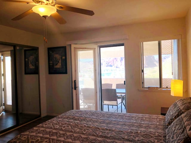 Master bedroom with a Queen bed .Sleeps 2 . River view and access to our furnished patio, a dresser and two closets, hangers, mirror , T.V Cable TV and a ceiling fan.