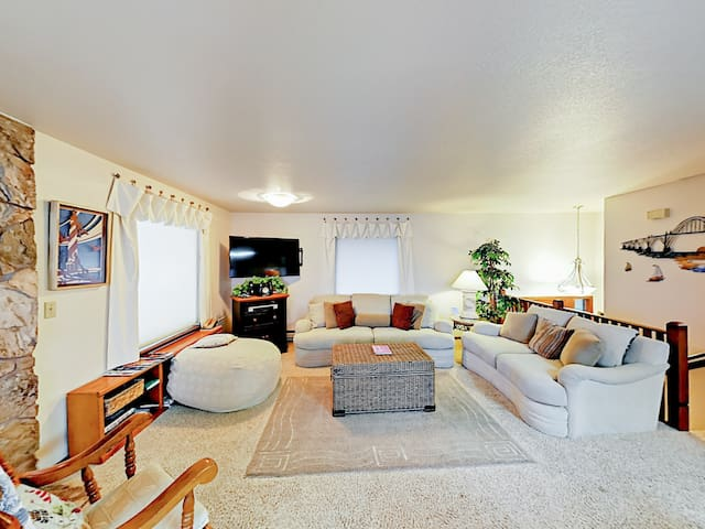 """Spacious living room with seating for 8 and a 72"""" flat screen cable TV with Blu-ray player. Complimentary Wi-Fi provided."""