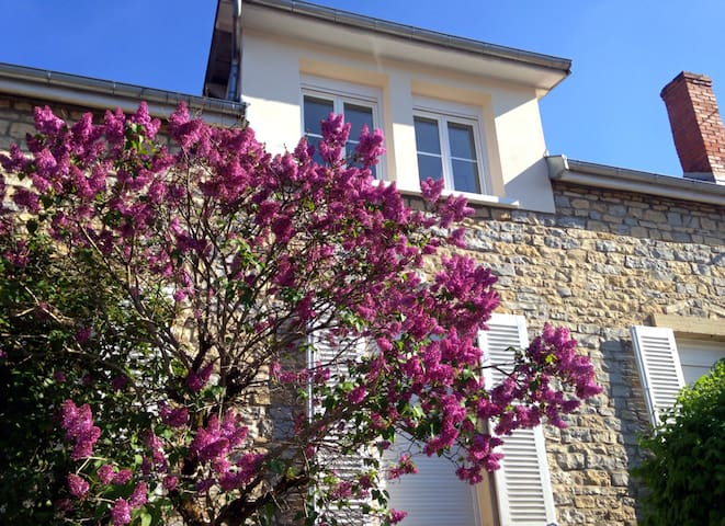 Maison en pierre, tournée vers la route des vins ! - Dijon - Dům