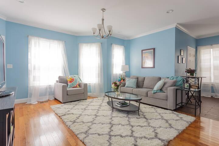 Updated, spacious living in Rozzie - Boston - Condominio