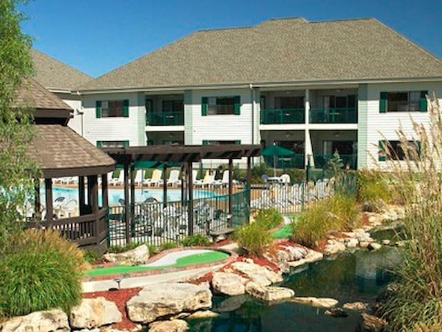 Beautiful Branson, 2bd. (sleeps 8)-Falls Village - Branson