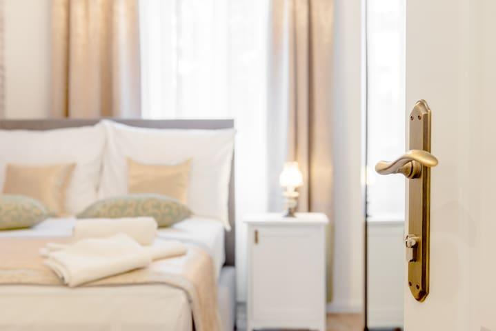 Le Monde Luxury Accommodation - ECO Room