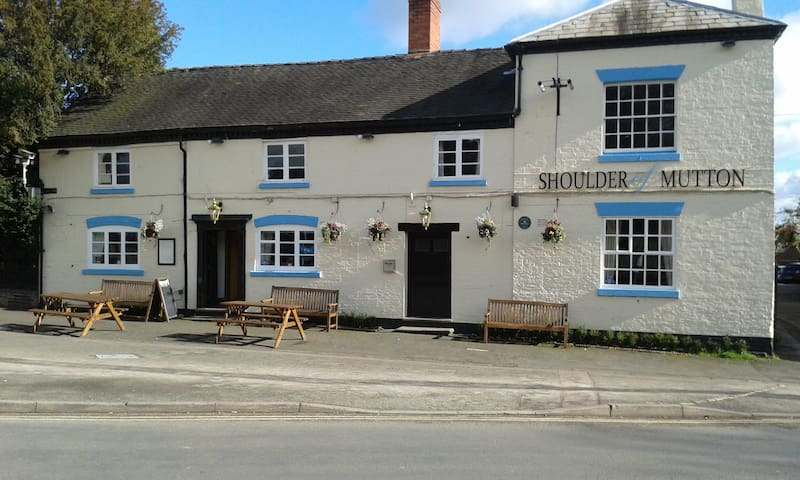 Shoulder of mutton pub. Village pub - Barton-under-Needwood