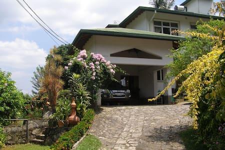 Kandy Quietude - Semi-luxury rooms with breakfast - Kandy