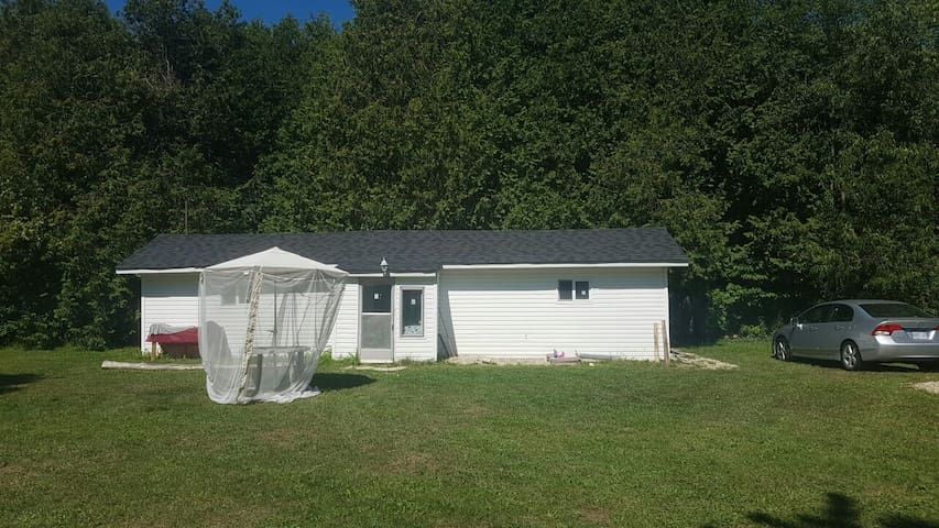 4 Acre Cottage On The Saugeen River - Priceville - Mökki