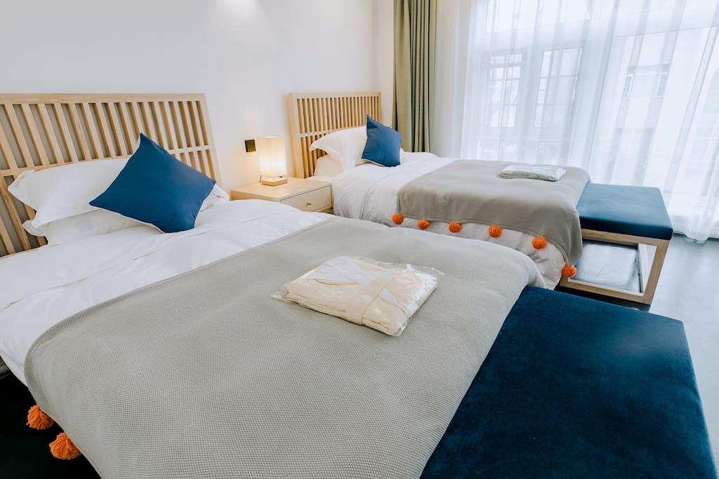 房间内干湿合理分开,所有配置齐全,床垫和床品均是五星级酒店专供品牌康乃馨,您可以完全放心入睡,许院已为您做好一切消毒清洁等工作。