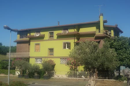 DORMIRE IN PERIFERIA DI ROMA - San Cesareo - Bed & Breakfast