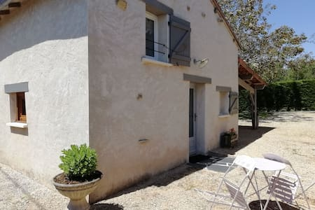 Petite maison au calme idéalement située