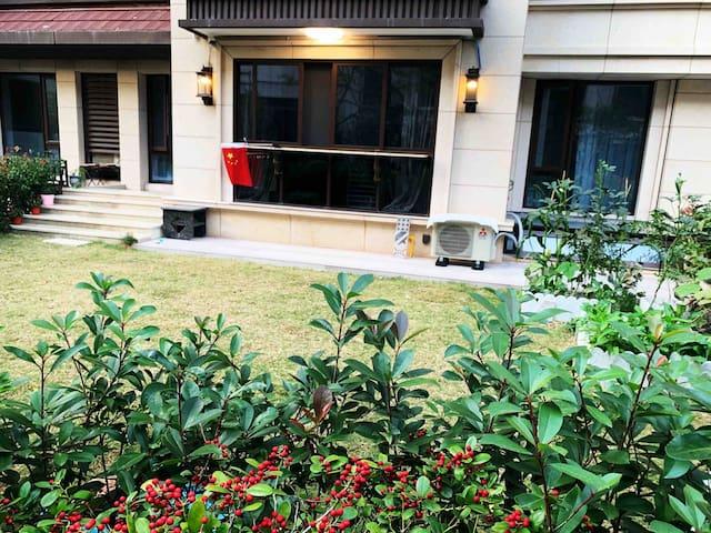 三层洋房自带花园(免费提供烧烤工具) 感受都市少有的鸟语花香 体验舟山的慢节奏生活
