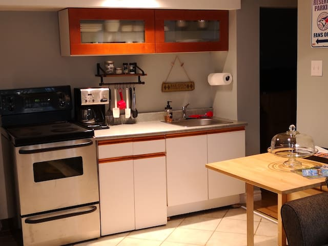Fully equipped kitchen with coffee/tea maker
