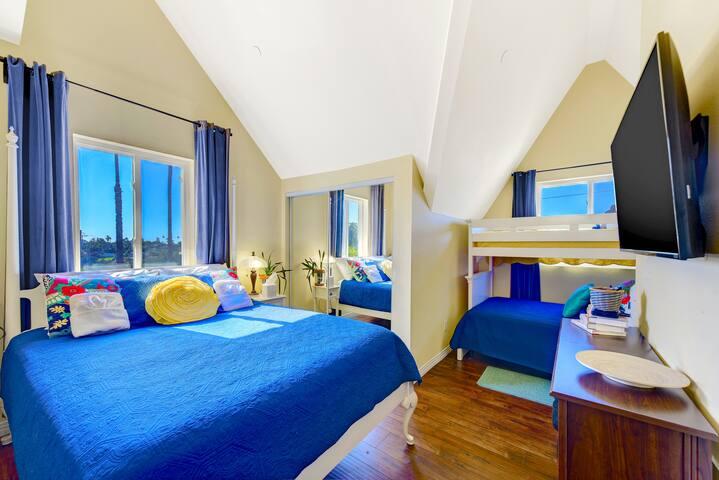 The Yellow Bedroom w/ Queen/Full/Twin
