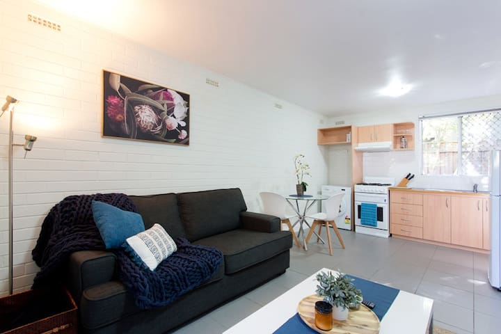 H5 Cosy close to UWA, SCGH &  City walk to shops!