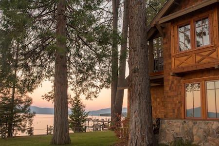 Lakefront Serenity in Homewood - Rumah