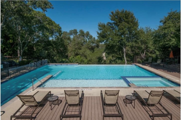Minutes from Downtown! SOLA Apartment w/pool!