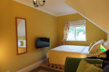Double room in period house overlooking sea