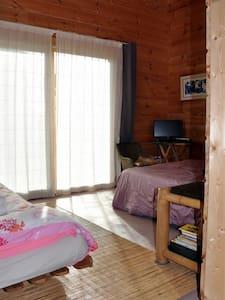 Chambre dans maison bois au calme - Saint-Antoine-de-Ficalba - Hus