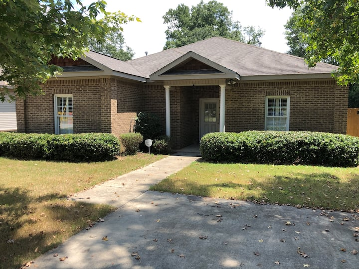Private home with fenced-in backyard. Unit B
