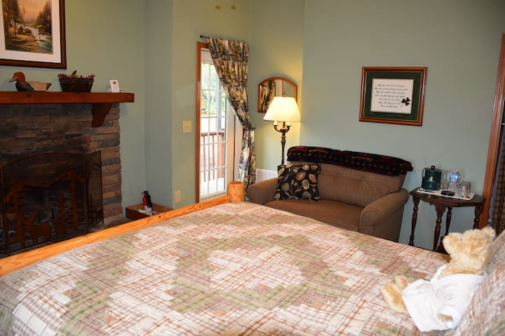 Quinn Mountain Suite at Long Mountain Lodge - Dahlonega - Bed & Breakfast