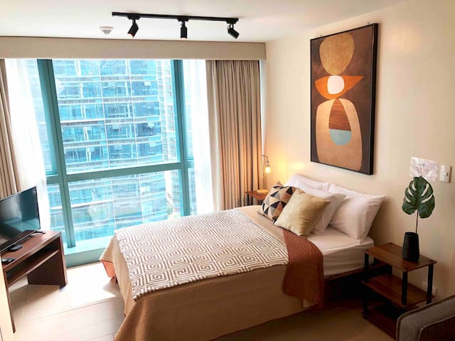 17/F One Uptown BGC near Grand Hyatt WIFI/NETFLIX
