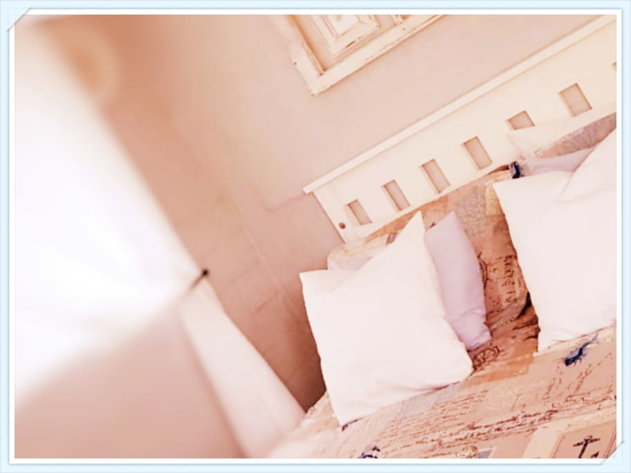 Cozy Queen size bed, Linen, Wardrobe/Closet, Flat-screen TV, Non-smoking rooms