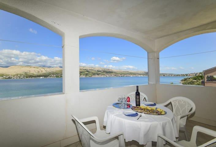 Jednopokojový apartmán s terasou a výhledem na moře Pag (A-15670-a)