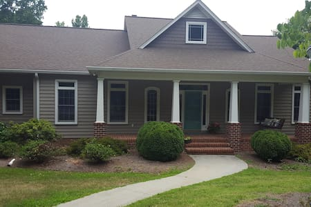 Private home on 10 acres with pond! - Mocksville