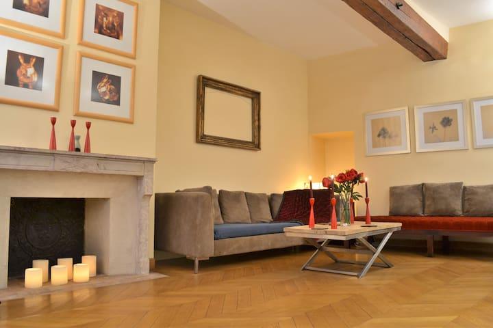 Marias/Ile 2 Bed, 2 Bath  Ile St. Louis Triplex - Paris - Haus