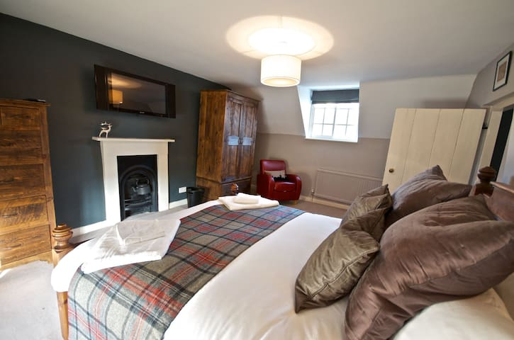 Stunning Yew Tree Cottage - perfect for families and romantic breaks