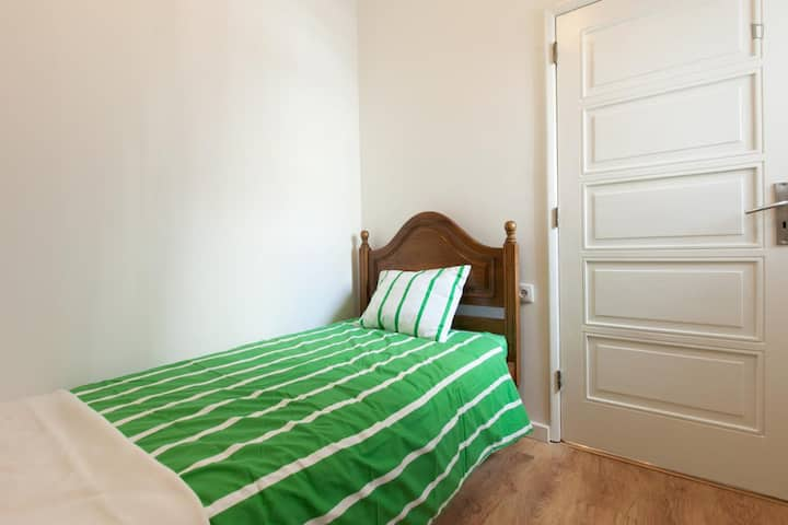 Single Suite in super apartment
