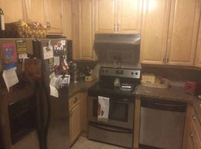 Great 3 bedroom upper in Wauwatosa - Wauwatosa - Apartment