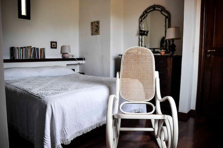 Villa Nèfisi, stanza RoSa