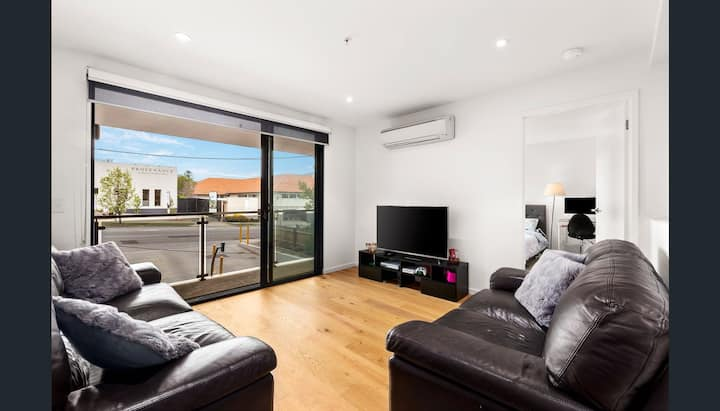 Camberwell Apartment centrally located!