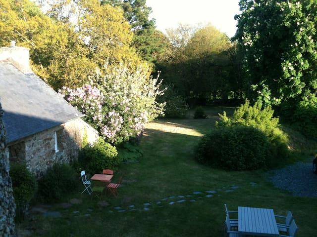 Longère avec piscine couverte et chauffée - Plougonven - Huis