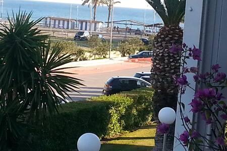 Laguna Beach con aire acondicionado y vista al mar - Torrox - Lägenhet