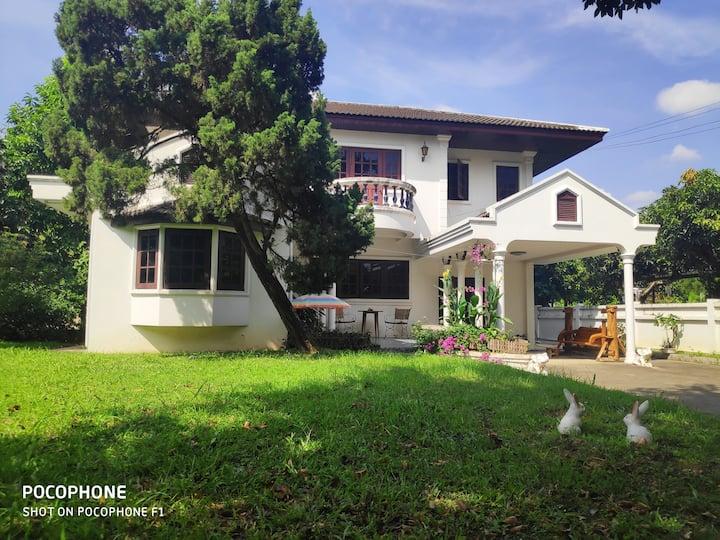清迈古城独栋花园别墅2号(免费接机)Chiang Mai Ancient City Villa