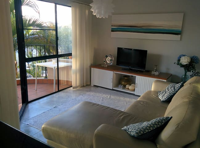 Charming apartment on a canal. - Runaway Bay - Appartement