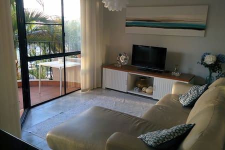 Charming apartment on a canal. - Runaway Bay