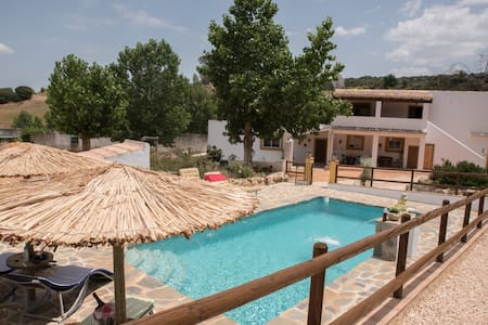 Spacious Andalucian Farmhouse with Stunning Pool.