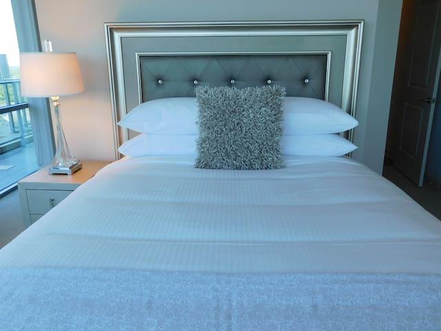 slēp by Dwel℠ bed - master bedroom